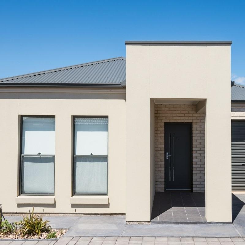 ravalement de facade d une maison avec parement en pierre