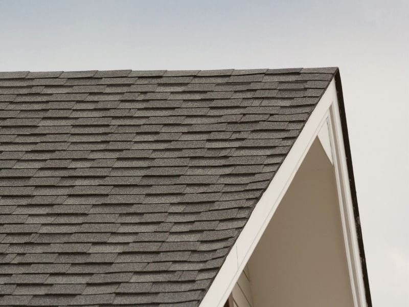 Renovation de la charpente d un toit par un courtier en travaux exterieurs homy conseil