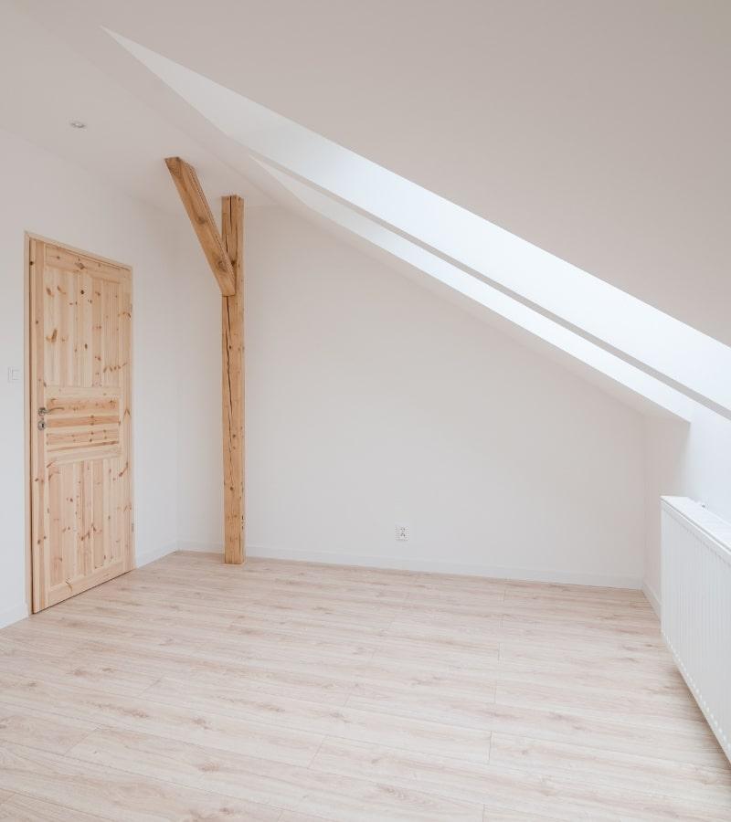 Amengament de combles dans une maison par un courtier en travaux homy conseil