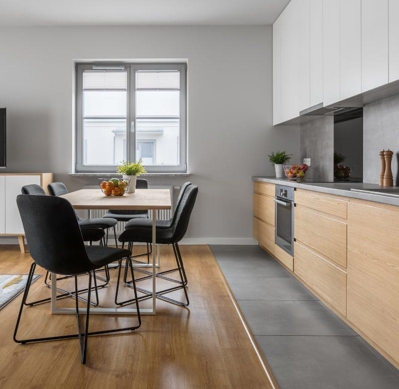 renovation d une cuisine dans l appartement d un immeuble