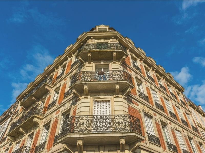 renovation de la face d un immeuble et des balcons