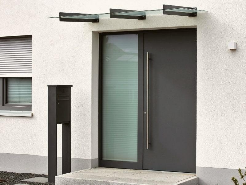 Remplacement et pose d une porte d entree dans une maison