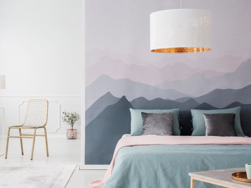 decoration interieure d une chambre avec pose d un papier peint tendace