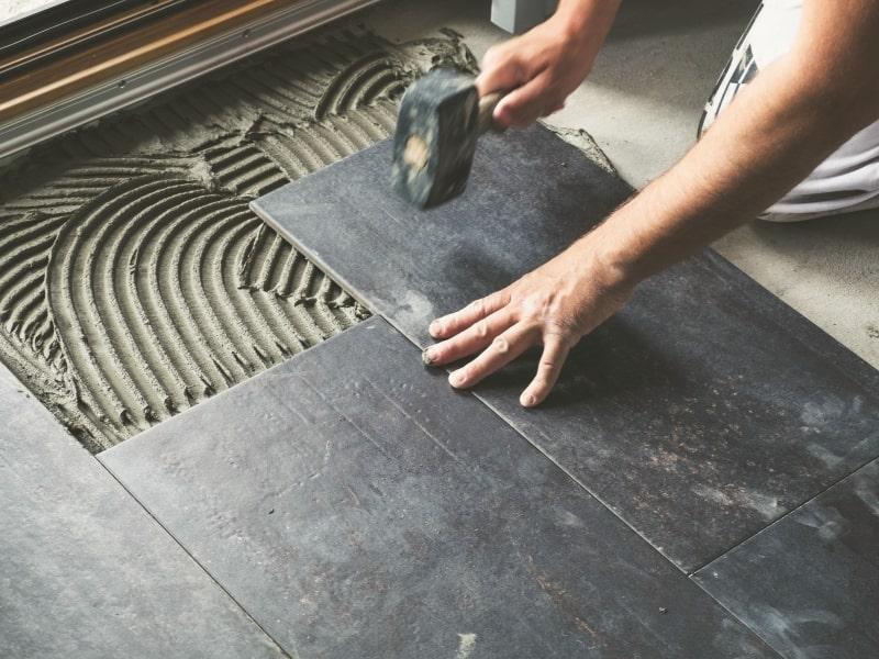 pose d un carrelage en pierre noir